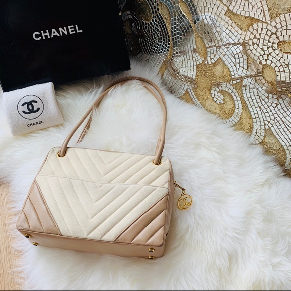 e5f8a1f59c1a CHANEL Handbags - Rare💎 CHANEL 80s lambskin Chevron Bag 24K Gold